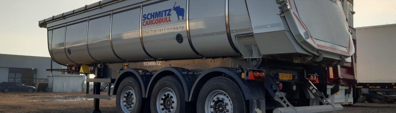Schmitz kipper met elektrisch dak te huur via Kuil European Truck en Trailer Rental